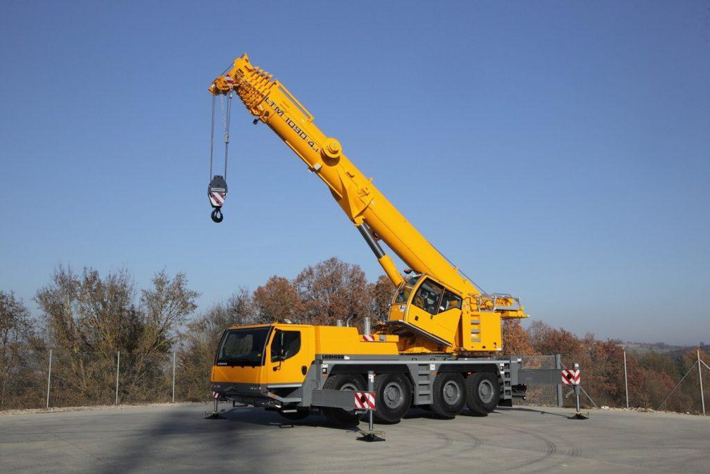 Автокран Liebherr LTM 1090 грузоподъёмностью 90 тонн