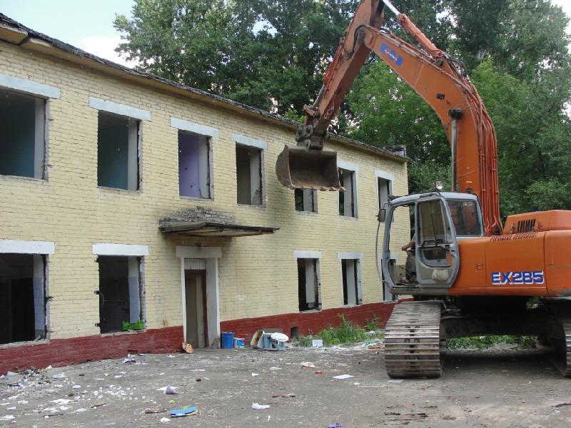 Демонтаж детского дома в Санкт-Петербурге