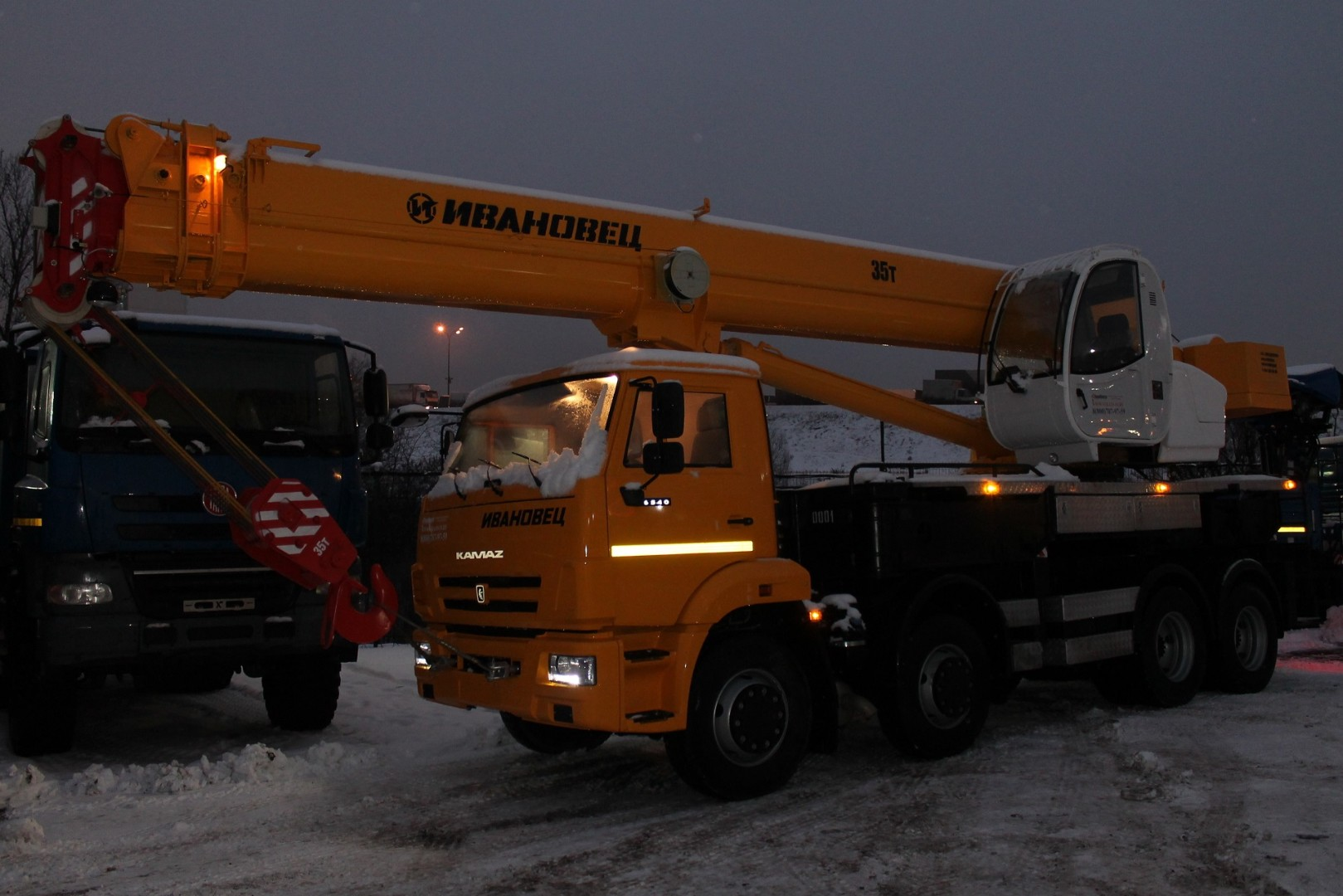 Автокран Ивановец КС-55735-6 грузоподъёмностью 35 тонн